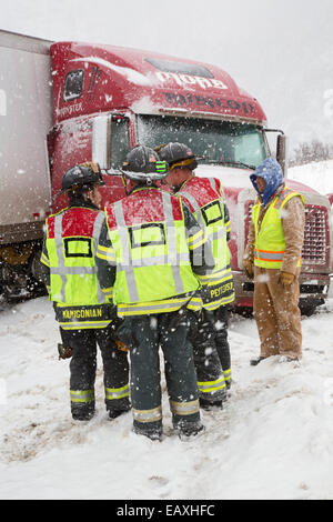 Vail, Colorado - First responders discuss how to remove a jackknifed truck blocking the westbound lanes of Interstate - Stock Photo