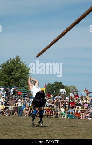 Caber tossing, Scottish Highland games - Stock Photo