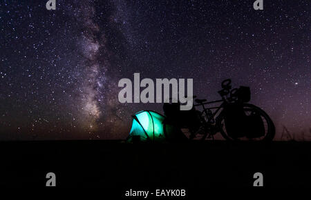 Camping under stars, Gobi desert, Mongolia - Stock Photo