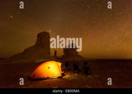 Camping in the Sahara White desert, Egypt - Stock Photo