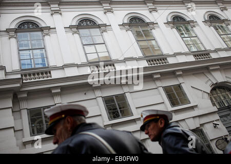 Vienna, Austria. 23rd Nov, 2014. Two policemen stand guard outside the meeting place of Iran and P5 1 group in Vienna, - Stock Photo