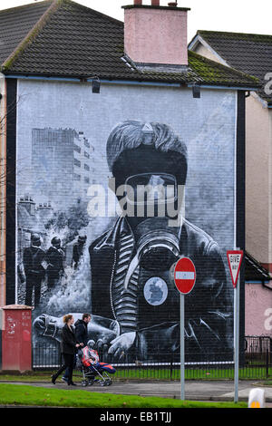 The Petrol Bomber Mural, Bogside, Derry, Londonderry. Photo: George Sweeney/Alamy - Stock Photo