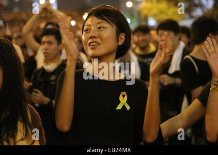 Hong Kong, China. 29th Sep, 2014. This photo taken on 29 Sept, 2014 shows a pro-democracy protester wearing a yellow - Stock Photo