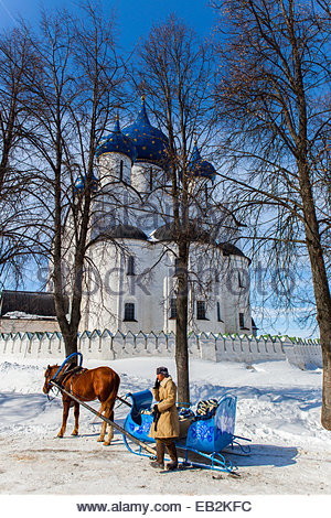 A person with a horse-drawn sleigh at one of the many traditional Russian Orthodox churches in the village of Suzdal, - Stock Photo