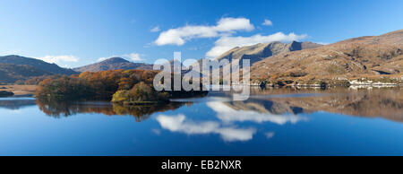 The MacGillycuddy's Reeks mountains reflected in Upper Lake, Killarney National Park, County Kerry, Ireland. - Stock Photo