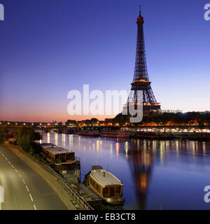 France, Paris, Eiffel Tower seen from across Seine River at sunrise - Stock Photo