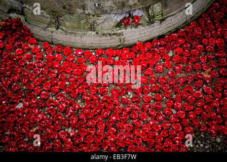 Blood Swept Lands and Seas of Red art installation at the Tower of London. 888,246 ceramic poppies planted in the - Stock Photo