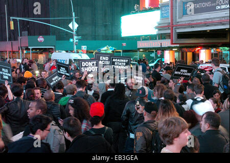 New York, USA. 24th Nov, 2014. Protesters march at Times Square in New York, the United States, on Nov. 24, 2014. - Stock Photo
