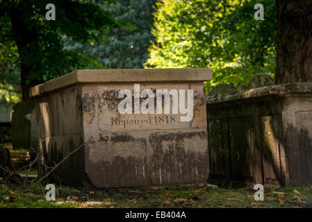Bunhill Fields, 19th Century burial Ground in City of London - Stock Photo