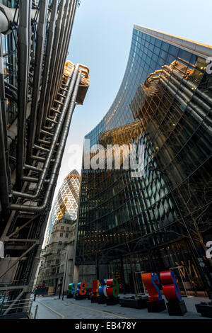 Lloyd's of London and the Willis Building, the home of insurance business in the City of London - Stock Photo
