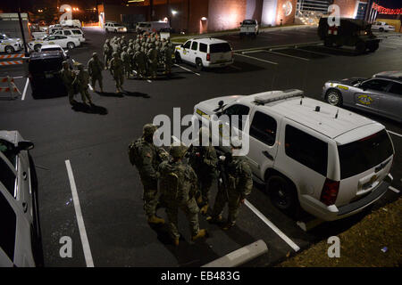 Ferguson, USA. 25th Nov, 2014. Members of National Guard in riot gear stand at the demonstration site outside Ferguson police station, St. Louis County, Missouri, the United States of America, Nov. 25, 2014. More than 1,500 National Guard troops joined about 700 guardsmen who were already on the scene to help local law enforcement protect residents and property in Ferguson, one day after a grand jury declined to hand up an indictment against Ferguson police officer Darren Wilson, who shot and killed unarmed teenager Michael Brown in August. Credit:  Yin Bogu/Xinhua/Alamy Live News