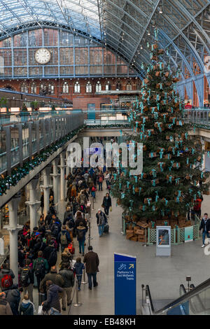 Christmas queues for the Eurostar International at London St Pancras train station - Stock Photo
