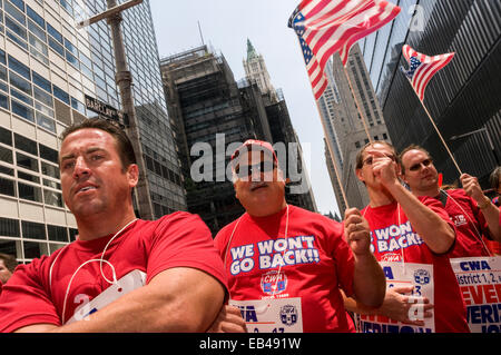 New York, NY 26 July 2008 - Verizon Workers Rally - One week before their contract is set to expire, members of - Stock Photo