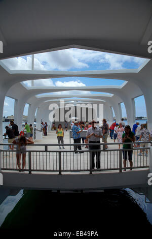 Tourists at USS Arizona Memorial, Pearl Harbour, Honolulu, Oahu, Hawaii, USA - Stock Photo