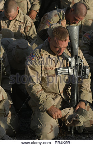 Soldiers of the 1st Squadron, 2nd Armored Cavalry Regiment bow their heads to remember a fellow soldier who died - Stock Photo