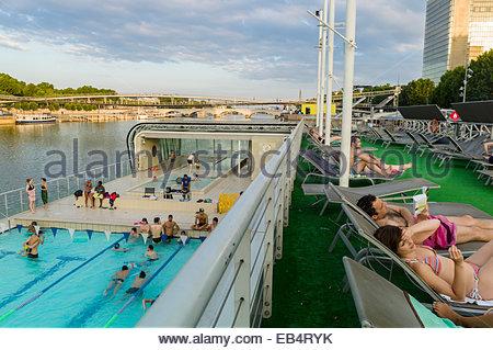 France paris josephine baker swimming pool across from for Josephine baker pool paris