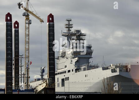 Saint Nazaire, France. 26th Nov, 2014. A view of the Russian amphibious assault ship of the French Mistral-class - Stock Photo