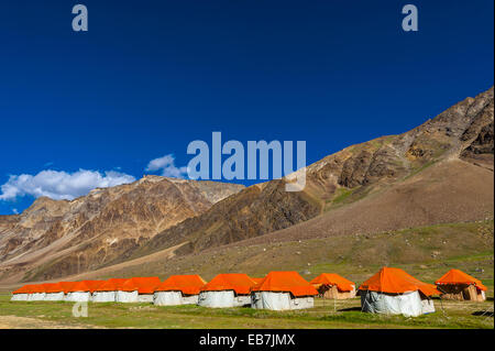 Gold Drop Camp (tented accomodation) at Sarchu The camp (at 14,432 feet) along the so-called Leh-Menali Highway - Stock Photo