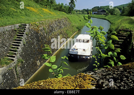 Lock crossing on the canal of the meuse river ardennes - Plateforme meuse champagne ardenne ...