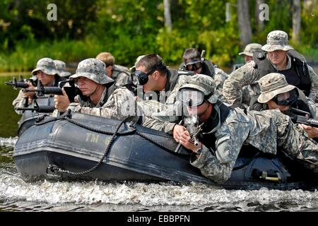 FORT BRAGG, NC- Soldiers, from Foxtrot Company, 2nd Battalion, 82nd Combat Aviation Brigade, prepare to storm the - Stock Photo