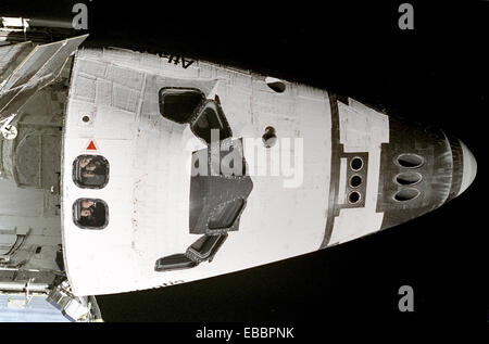 The five STS-74 astronauts aboard the space shuttle Atlantis look out overhead windows on the aft flight deck toward - Stock Photo