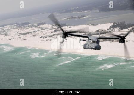 GULF OF MEXICO (March 30, 2007) - An MV-22 Osprey from Marine Medium Tiltrotor Training Squadron (VMMT) 204, Marine - Stock Photo