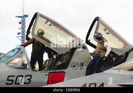 USS RONALD REAGAN, At sea (June 19, 2006) - Sailors assigned to the ´Cougars´ of Tactical Electronic Warfare Squadron - Stock Photo
