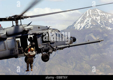 A Utah Army National Guard Soldier is lifted on board an Air Force HH-60 Pave Hawk over the Utah Test and Training - Stock Photo