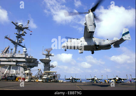 GULF OF OMAN (Oct. 15, 2013) An MV-22 Osprey assigned to Marine Medium Tiltrotor Squadron 166 lands aboardf the - Stock Photo