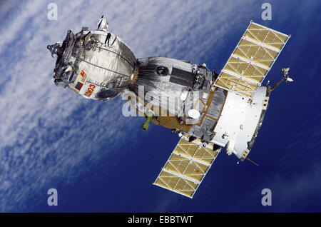 (8 April 2006) --- Backdropped by a blanket of clouds, the Soyuz TMA-7 spacecraft departs from the International - Stock Photo
