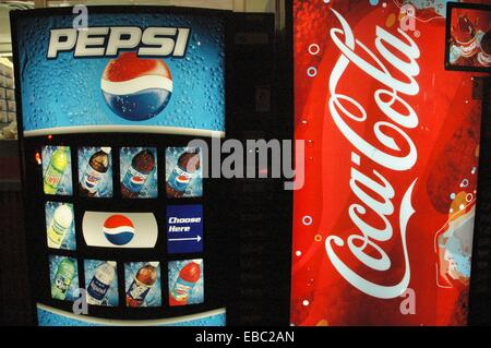New York City, Pepsi Cola and Coca-Cola authomatic machines - Stock Photo