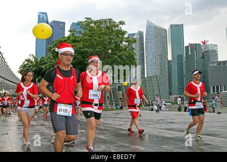 Singapore. 29th November, 2014. Runners take part in the very first Santa Run for Wishes, Singapore Credit:  Maria - Stock Photo