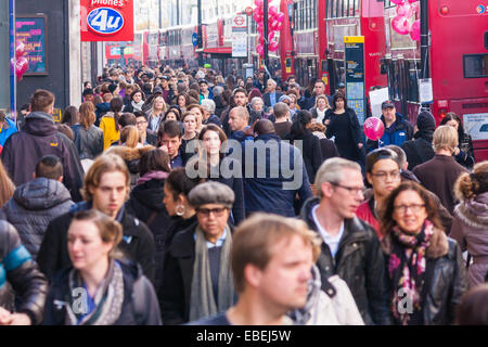 London, UK. 29th November, 2014. Tens of thousands of shoppers flood central London as  Black Friday discounts and - Stock Photo