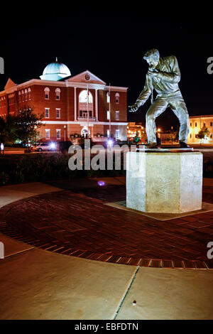 The Elvis Presley Homecoming Statue and City Hall in Fairpark. Site of the 1956 Elvis concert - Stock Photo