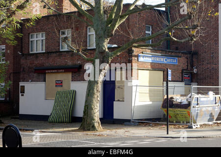 Another closed pub on St Anne Rd W11; Whilst other attractions attract hoards of people,  local pubs are boarded - Stock Photo