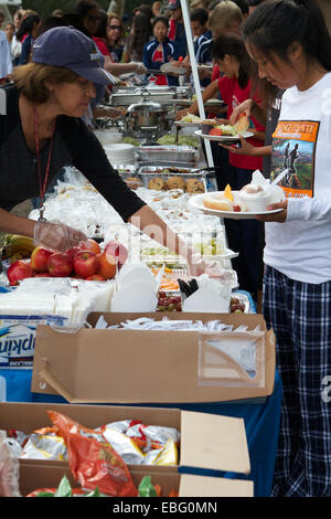 Parents and helpers serve a Picnic in a Park to high school children at the Orange County cross country championships - Stock Photo