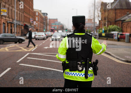 Ormeau Avenue,Belfast,UK Northern Ireland. 1st Dec 2014. A PSNI officer stopping traffic at a police check point. - Stock Photo