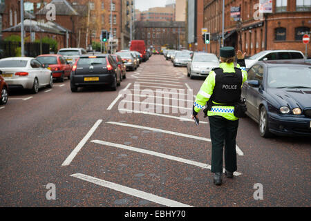 Ormeau Avenue,Belfast,UK Northern Ireland. 1st Dec 2014. A PSNI officer waves traffic through at a police check - Stock Photo