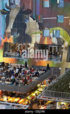 Market Hall Rotterdam, Rotterdam, Netherlands. Architect: MVRDV, 2014. View through market hall with restaurants - Stock Photo
