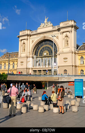 budapest hungary keleti palyaudvar keleti main railway station stock photo royalty free. Black Bedroom Furniture Sets. Home Design Ideas