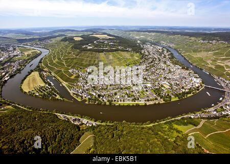 aerial view to Bernkastel-Kues and Moselle river bend, Germany, Rhineland-Palatinate, Moselle, Bernkastel-Kues - Stock Photo