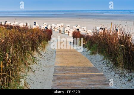 footbridge to the Spiekeroog seaside with beach chairs, Germany, East Frisia, Spiekeroog - Stock Photo