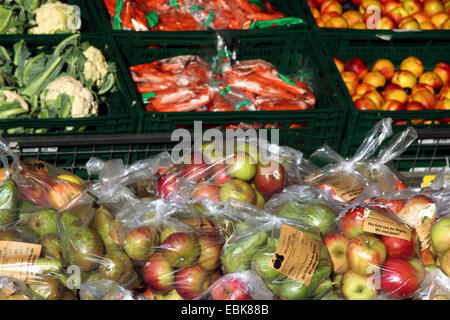 selling of fruits and vegetables in front of an supermarket, Germany, North Rhine-Westphalia - Stock Photo