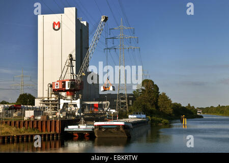 loading a freight ship in Reckinghausen inner harbour on Rhine-Herne Canal, Germany, North Rhine-Westphalia, Ruhr - Stock Photo