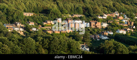 Houses built on the side of the Malvern Hills set amongst the trees at West Malvern, Worcestershire. - Stock Photo