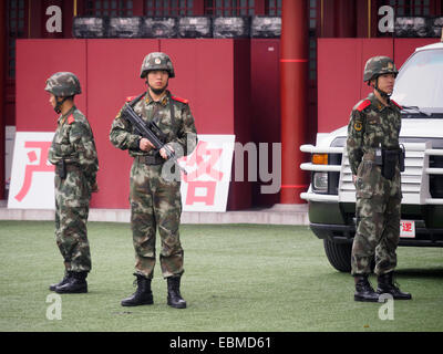 Chinese army soldiers standing guard - Stock Photo