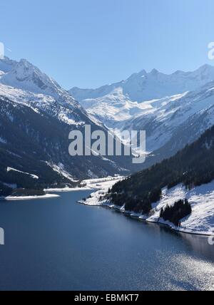 Outlet of the Hochkrimml reservoir, peaks of Seekarspitz on the left, Dreiherrnspitze on the right, main chain of - Stock Photo