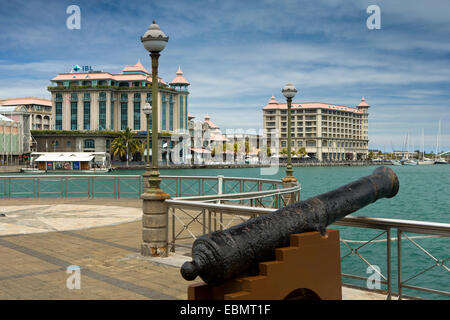 Mauritius, Port Louis, Caudon Waterfront, historic seafront cannon on promenade - Stock Photo