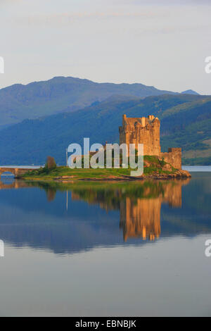 Eilean Donan Castle in evening light, United Kingdom, Scotland - Stock Photo