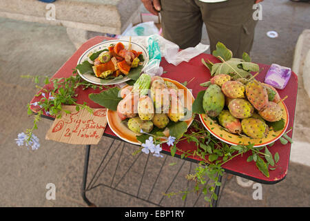 Indian fig, cactus pear (Opuntia ficus-indica, Opuntia ficus-barbarica), fresh fruits on a market stand, France, - Stock Photo